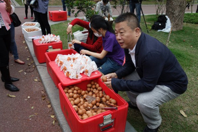 100,000 Tea Eggs are Distributed on a Street in Guan ... Picture News Gallery Three 3