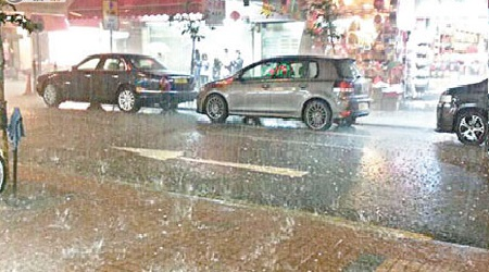 Heavy Ice Storms in Hong Kong: Rain Falls into Shopp ... Photo Gallery Online