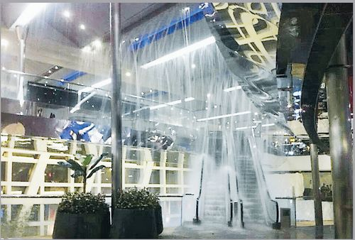 Heavy Ice Storms in Hong Kong: Rain Falls into Shopp ... Picture Album One 1